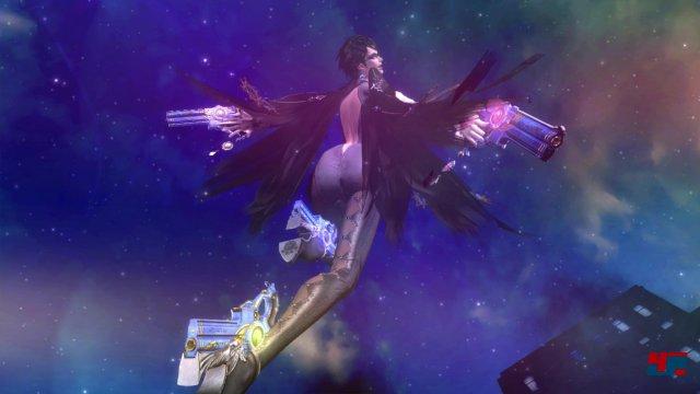 Der Blick wird in den Zwischensequenzen immer wieder auf Bayonettas Körper gelenkt.