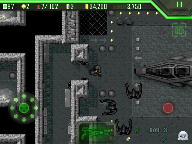 Alien Breed, wie man es kennt und liebt/hasst: Der Originalmodus bietet im Großen und Ganzen das gute alte pixelige Amiga-Erlebnis.