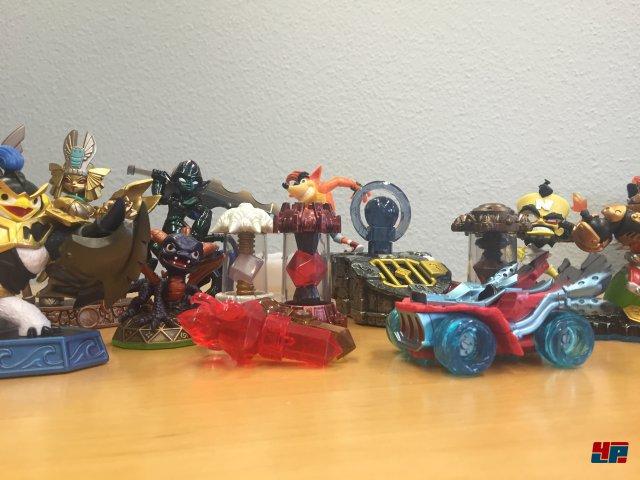 Egal ob alte Figuren, neue Helden, Fallen, Riesen, SwapForce oder Fahrzeuge: Alles lässt sich in Imaginators verwenden.