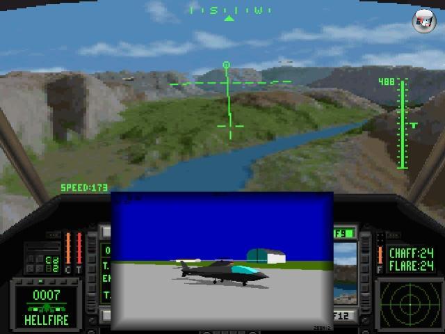 Dass sich nicht nur Flugzeuge im Himmel tummeln, ist allgemein bekannt - und dennoch nehmen/nahmen die klassischen Flugzeuge den überwältigenden Teil des Simulationssektors für sich in Anspruch. Hin und wieder gab es allerdings eine Ausnahme in Form einer Helikopter-Simulation: Gunship 2000 und LHX Attack Chopper seien repräsentativ für die eher realistischen Simulationen genannt (auch wenn es in LHX einen gefährlichen Gegner namens »Bauer mit Gewehr« gab), während Spiele wie Thunderstrike 2 oder das 1992er Comanche: Maximum Overkill ganz klar in den Arcade-Bereich schrabbelten. Letzteres sieht übrigens aufgrund der ungewöhnlichen Voxel-Darstellungstechnik auch heute noch überraschend gut aus, wie der Autor dieser Zeilen erst vor zwei Wochen unter Zuhilfenahme von DOSBox feststellen durfte. 2097788