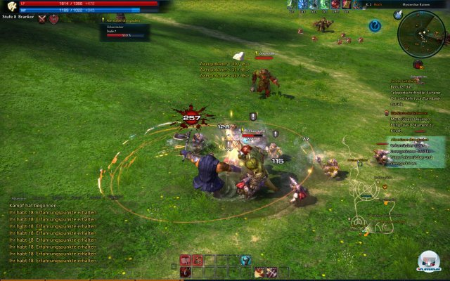 Durch das Kollisionssystem (Spieler und Gegner sind physikalische Objekte, durch die man nicht durchlaufen kann) werden die Kämpfe interessanter. Allerdings kommt die Kollisionsabfrage nicht in den Hauptstädten und in anderen stark belebten Bereichen zum Einsatz, sondern vorwiegend in den Dungeons oder den Spieler-gegen-Spieler-Gefechten.